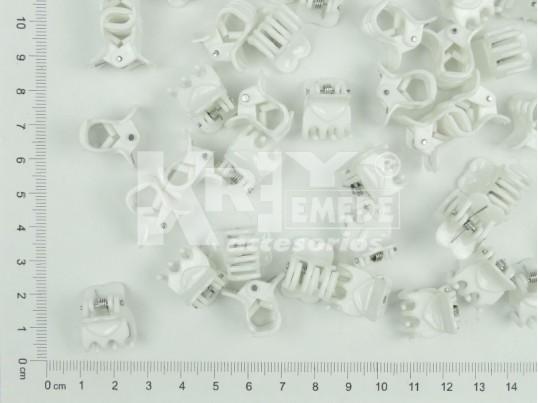 Mini broche infantil corazón blanco x 100