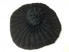 Boina de lana negra con pompón
