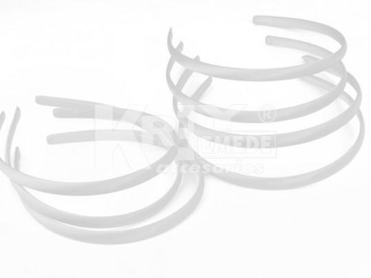 Vincha plástica forrada en raso blanco 1 cm