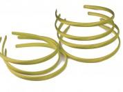 Vincha plástica forrada en raso oro 1 cm